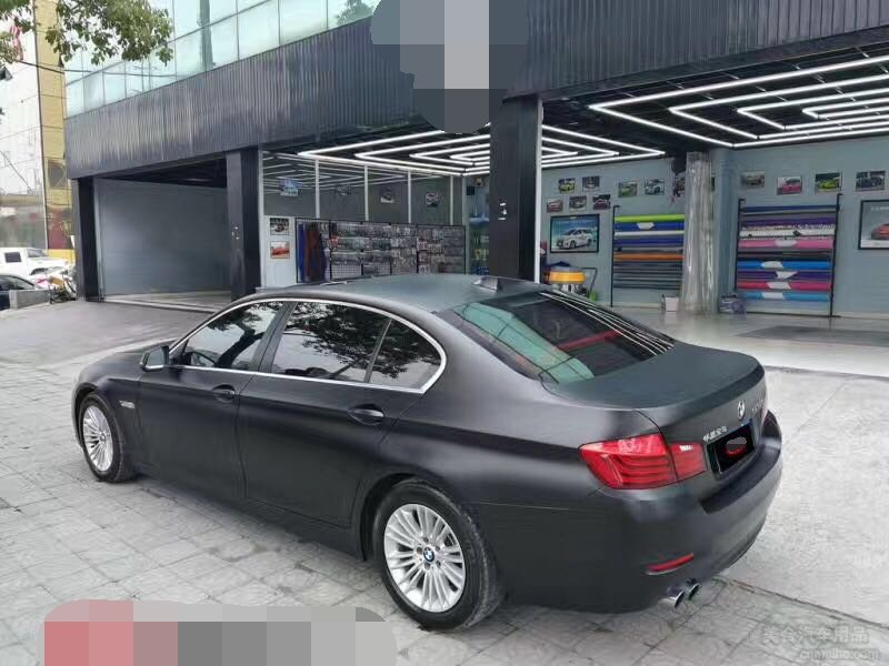 宝马5系贴电光黑汽车漆面改色膜效果