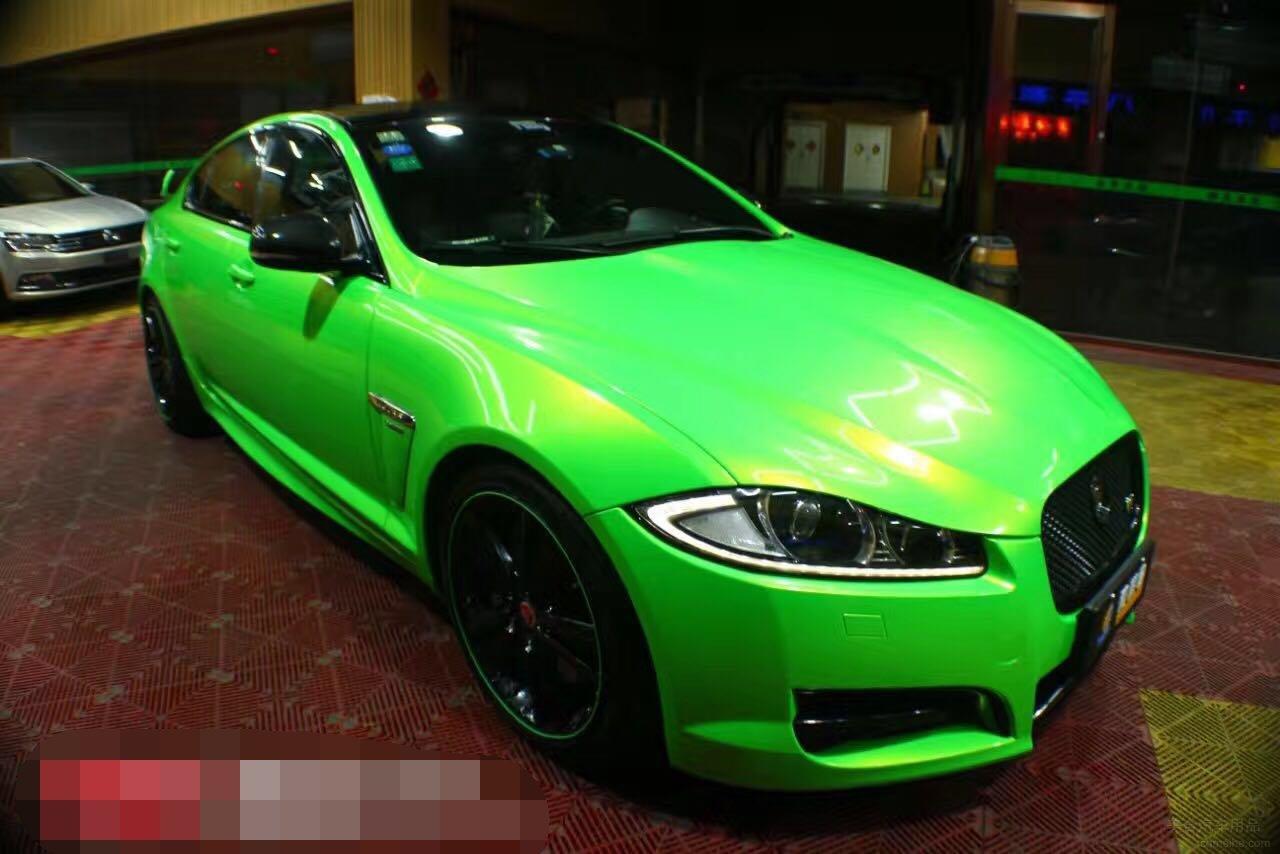捷豹XF贴幻彩金绿汽车漆面改色膜效果